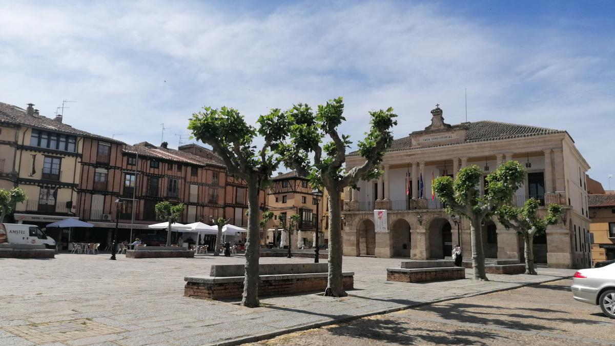 Plaza Mayor de Toro con el Ayuntamiento al fondo de la imagen