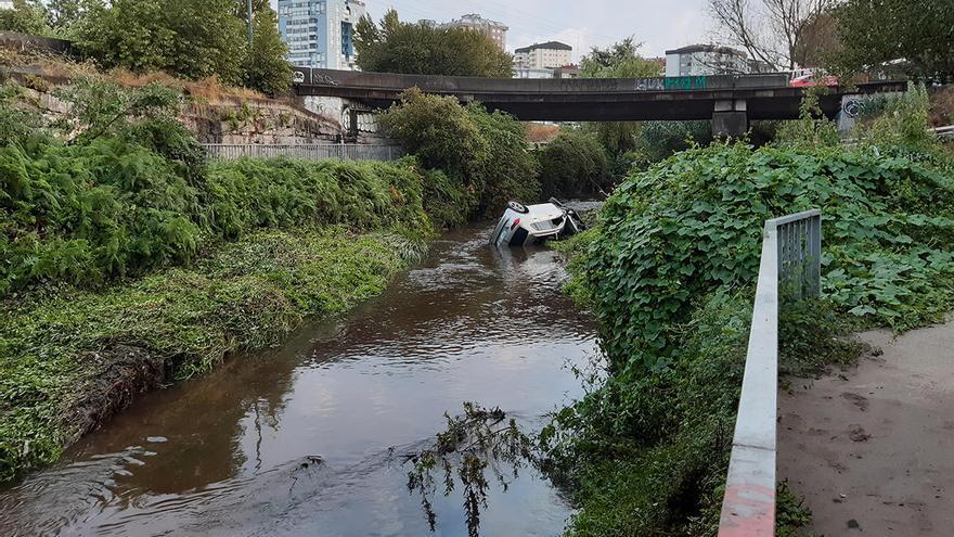 Herido tras caer con su vehículo al río Lagares