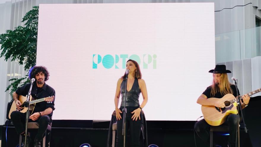 Chenoa canta en directo en la inauguración del nuevo Centro Comercial Porto Pi