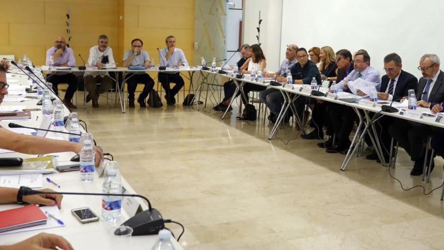El comercio pacta reducir de 63 a 40 la  cifra de festivos aperturables en València