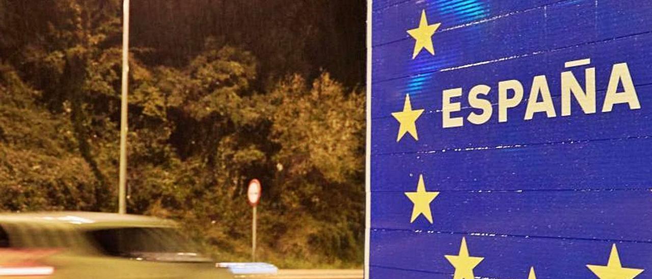 Cartel de entrada a España desde Francia en el paso de La Junquera, en Gerona.     EFE