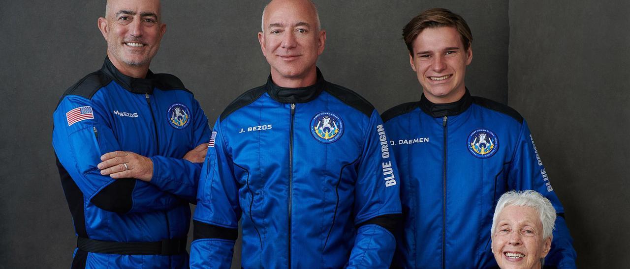 Jeff Bezos rumbo al espacio.