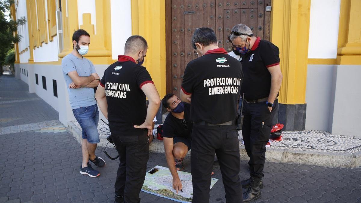Familiares del hombre desaparecido buscan su rastro en las cámaras de seguridad de Santa Rosa