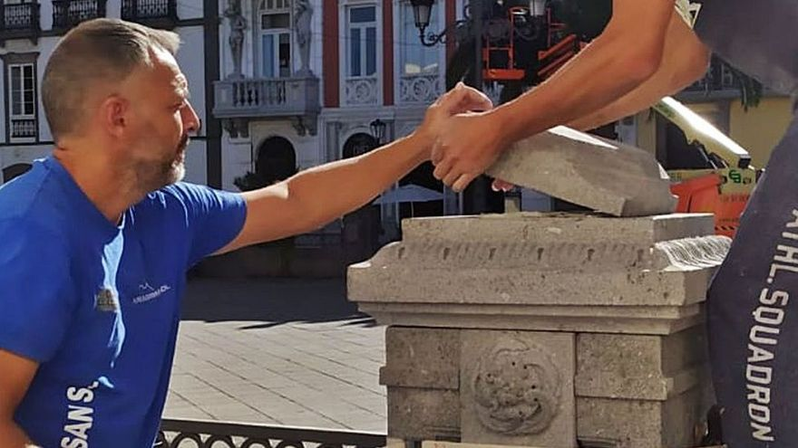 Arreglo de las pilastras de la Plaza de Santa Ana