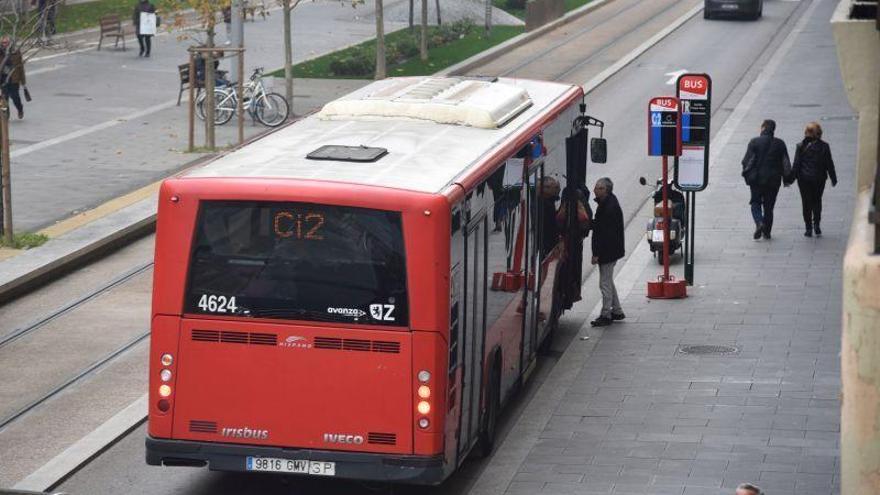 """El conductor de bus que retuvo a unos ladrones en Zaragoza: """"Fingí un accidente"""""""