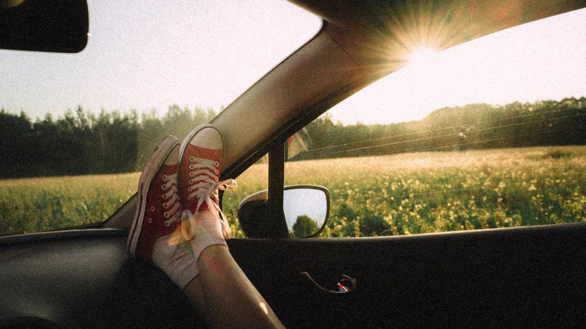 Conducir descalzo o con chanclas es una tentación castigada con multa