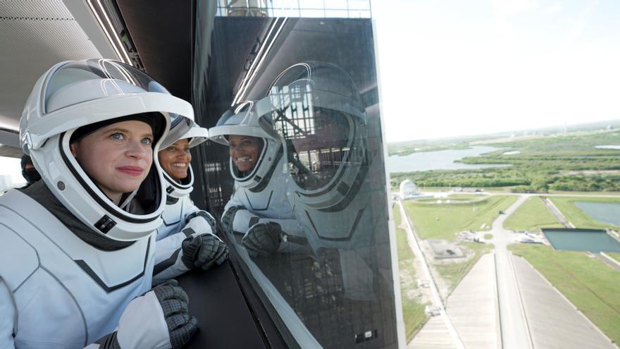 Cuatro turistas espaciales orbitan la Tierra