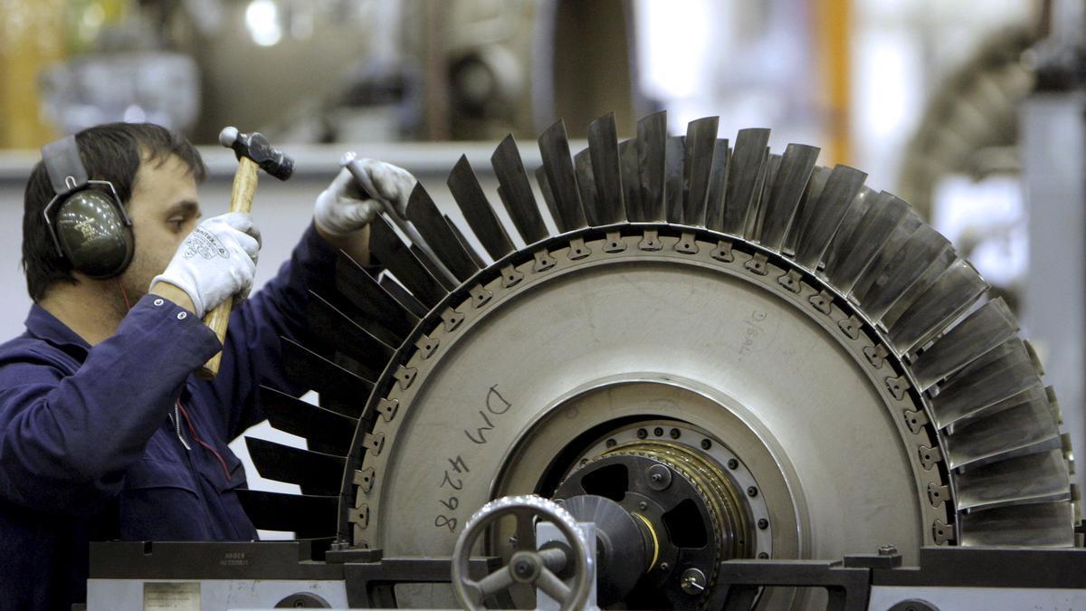Imagen de un técnico de mantenimiento aeronáutico