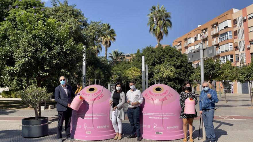 Los iglús de reciclaje de vidrio de Alboraia se vuelven rosas