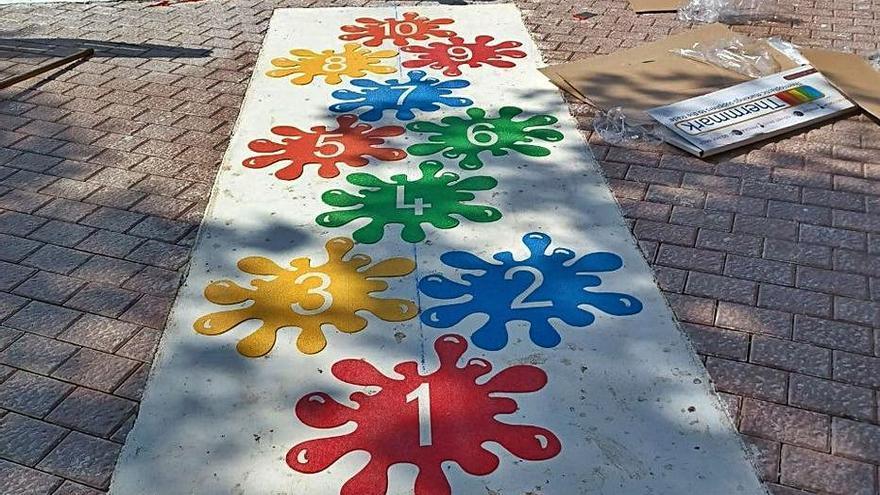 Juegos impresos en el suelo de la plaza Fleming de Palma