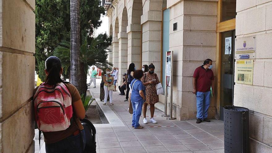 """Gandia y Oliva constatan la """"brecha digital"""" y destinan fondos a evitarla"""