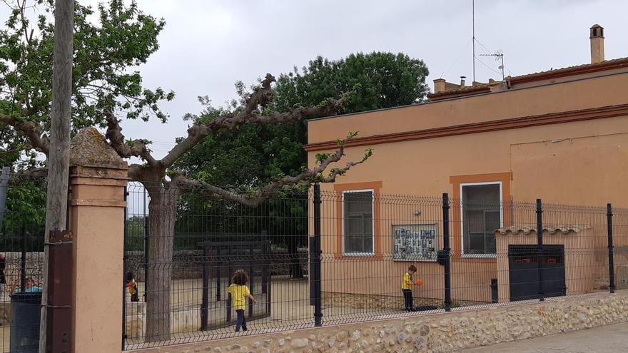 Les famílies de Ventalló reclamen un edifici nou per a l'escola del poble