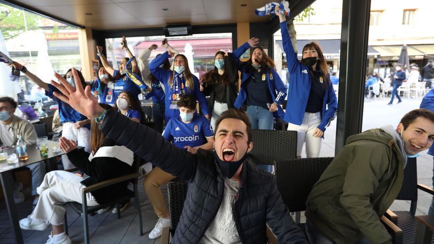De la alegría del gol al nerviosismo: los aficionados azules llenan las terrazas para seguir el derbi