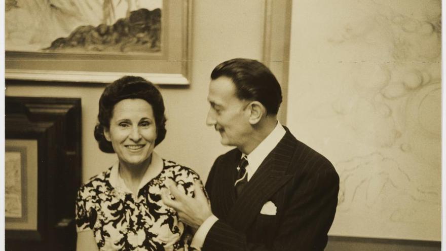 Una nova exposició a Púbol explora les afinitats sobre art i moda que tenien Dalí i Dior