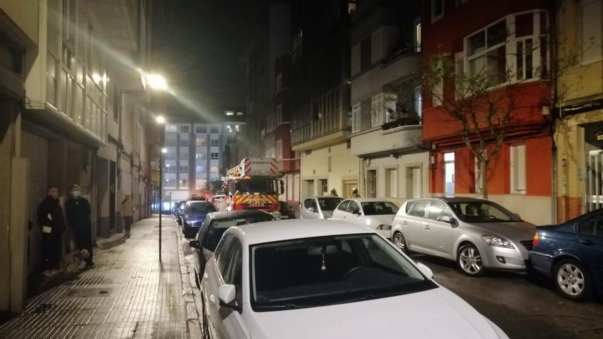 Despliegue policial en Monte Alto por un hombre que tiró objetos por la ventana de su casa