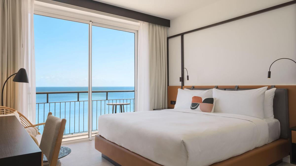 Hotel Riomar, una hotel frente al mar en Santa Eulalia (Ibiza).