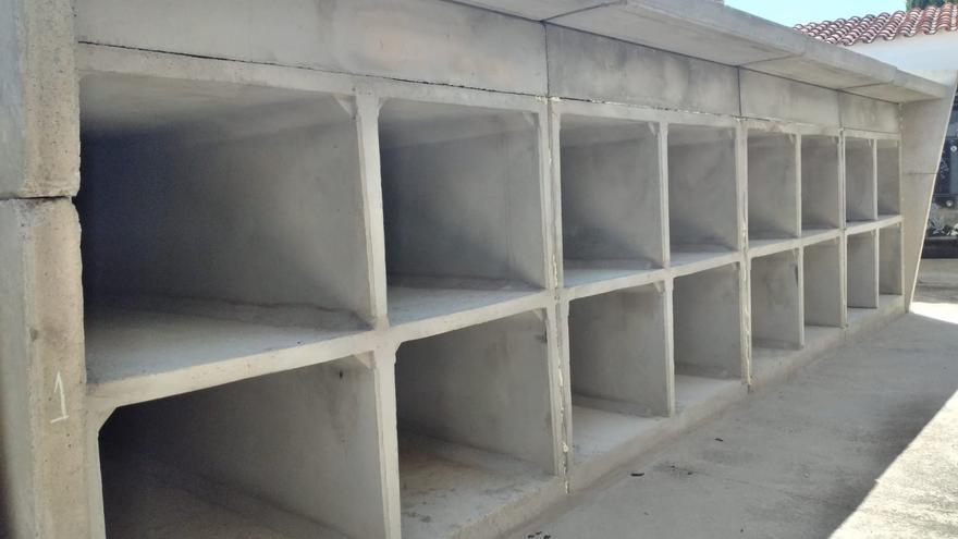 Torrejoncillo se dota de 36 nuevos nichos y 12 columbarios