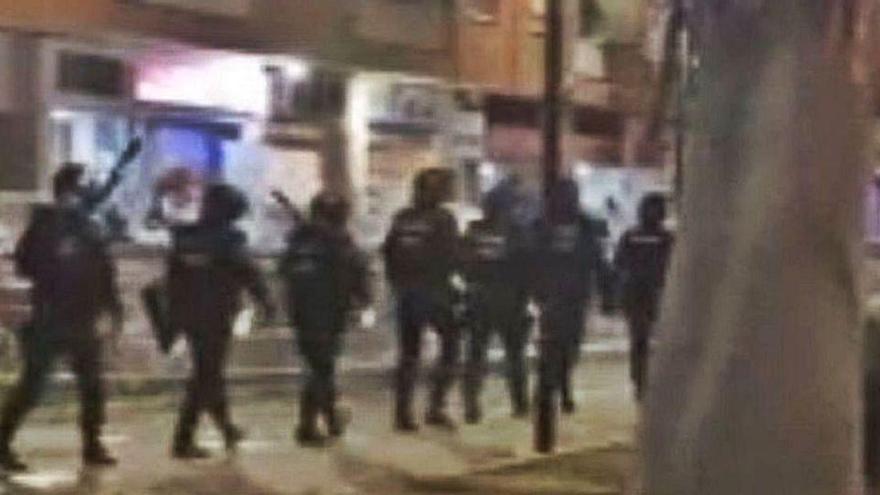 Más de 150 jóvenes se retan en otra pelea campal entre dos bandos en Valencia