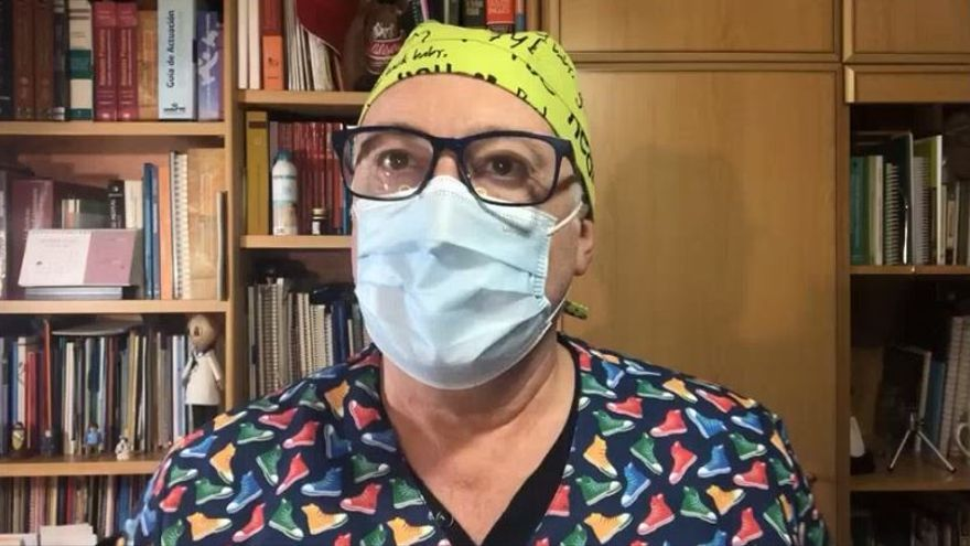El divertido vídeo de un médico alicantino para explicar la situación en la que trabajan