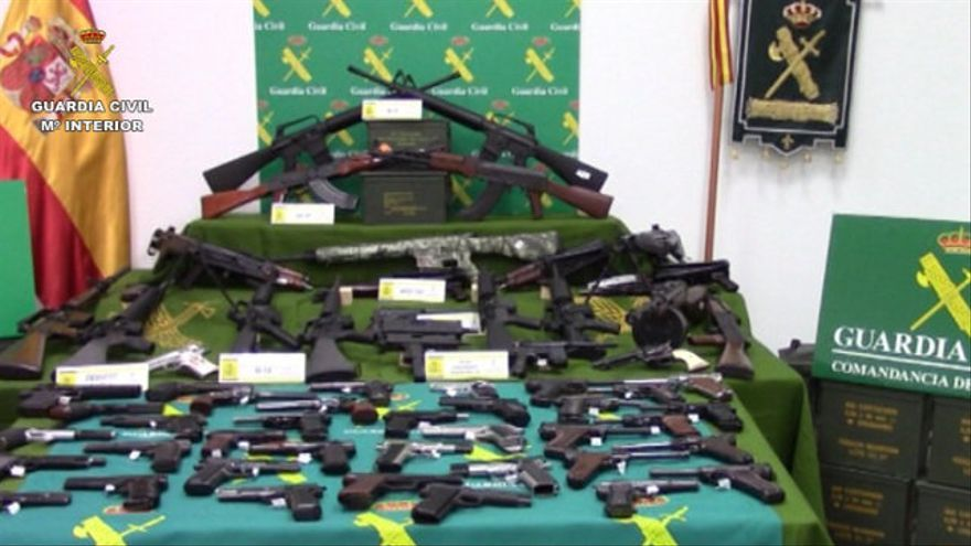 Piden 8 años de cárcel para un subteniente del ejército que tenía un arsenal de armas de guerra en sus casas