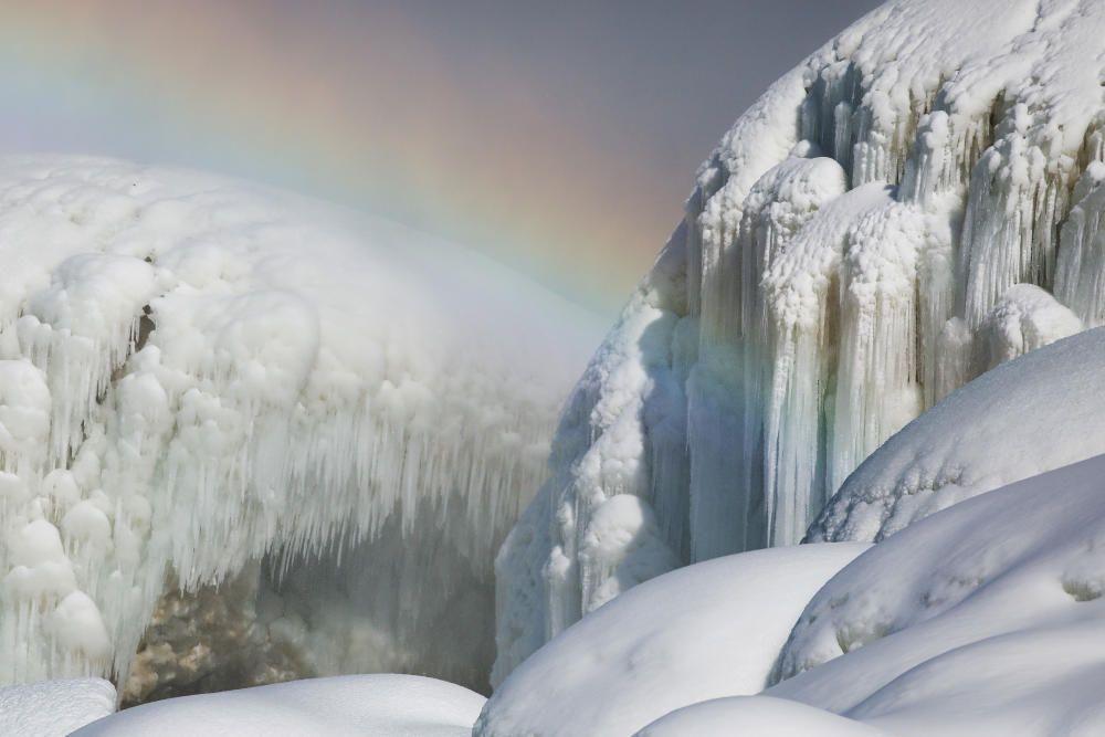 Las cataratas del Niágara heladas.