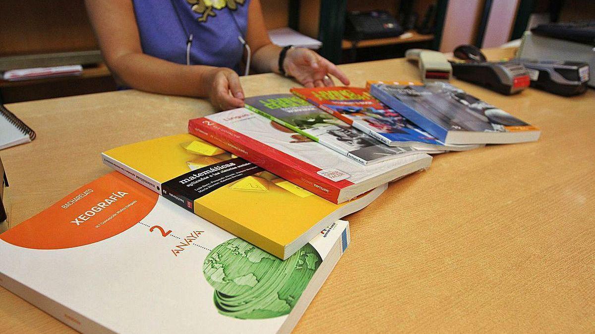 Libros de texto en una librería.