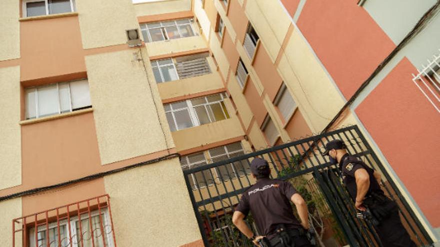 Llevan a la unidad de quemados de Sevilla al presunto feminicida de Tenerife
