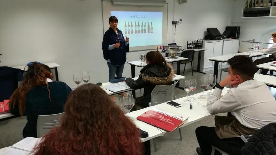 Alumnes de l'Olivar Gran de Figueres obtenen el certificat «Coneixedor de Vi i Cava»