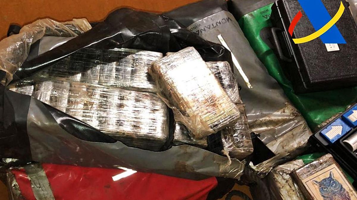 La cocaína hallada en maletas, dentro de un barco que salió de Brasil y atracó en el puerto de Tenerife. | | LP/DLP
