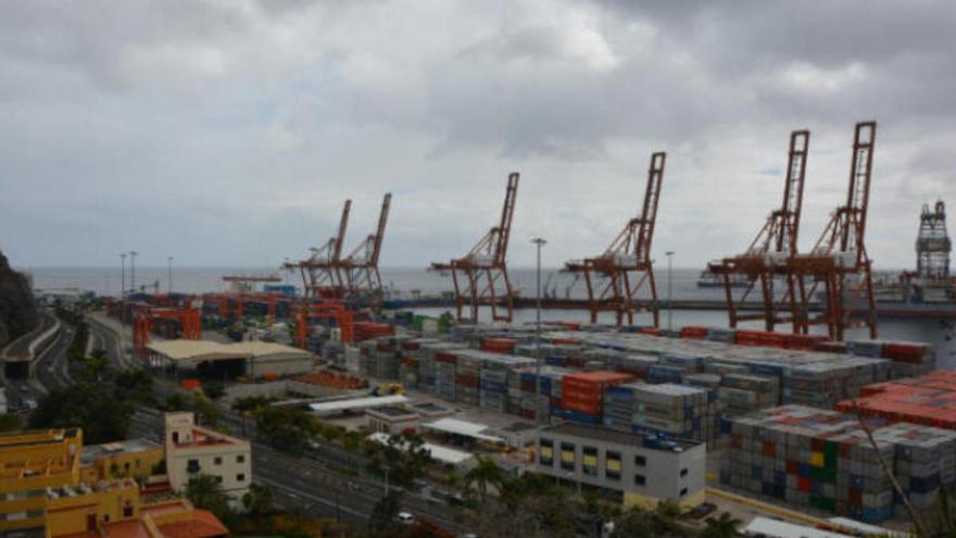 Canarias, la comunidad donde más caen las exportaciones