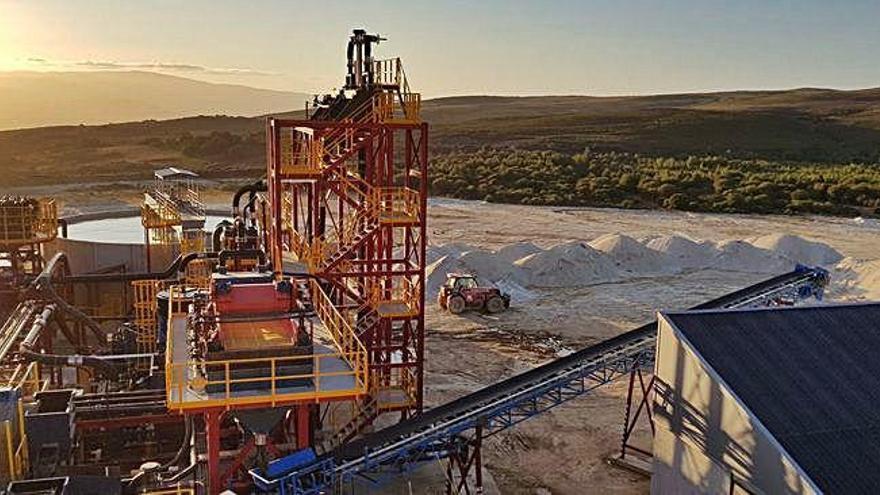 El CSIC obtiene en una mina de Ourense niobio y tántalo, el 'oro negro' de los móviles