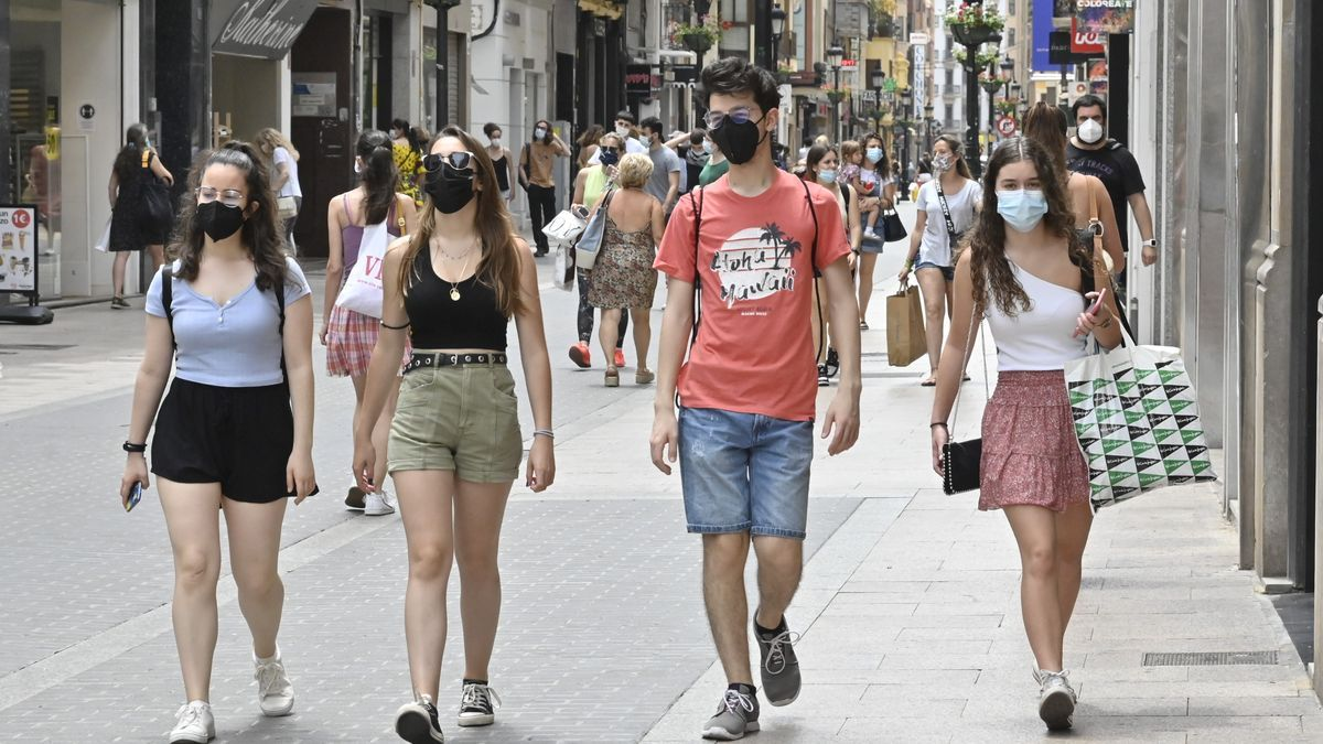 A pesar del anuncio de Sánchez, la Comunitat todavía no sabe si podrá mantener el uso de la mascarilla en la calle, como propuso el pasado miércoles.