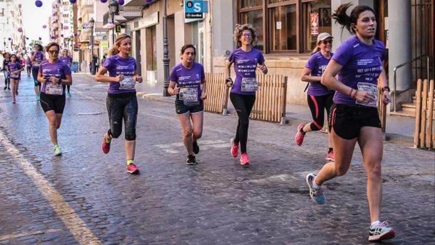Más de 600 corredoras en la carrera de la mujer de Sueca