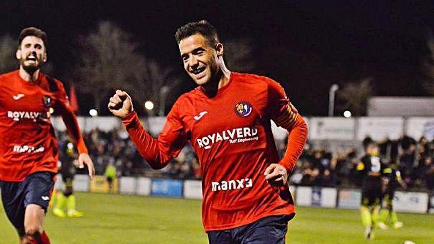 Hèctor Simón fa història a l'Olot: 127 partits a Segona B