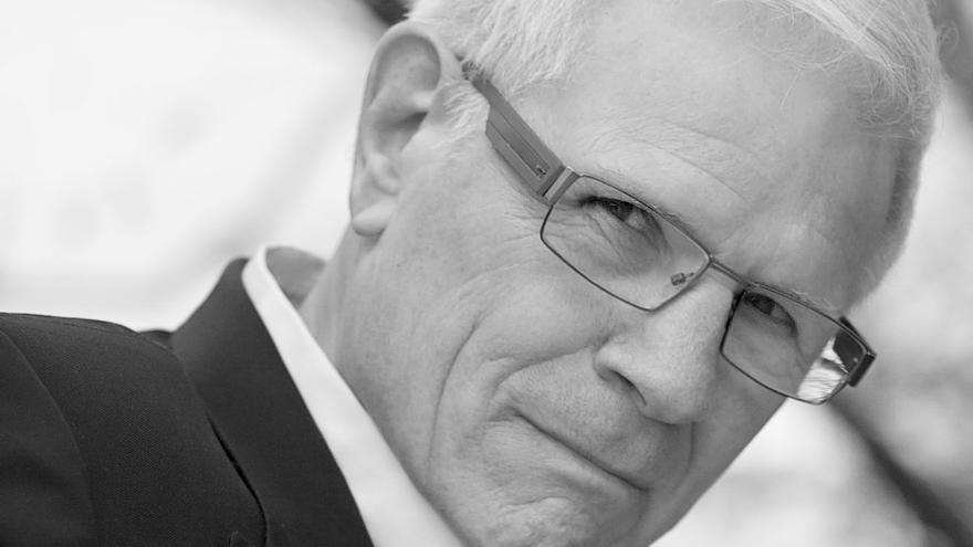 """Tom Hollad: Entrevista al hombre que está detrás de """"Noche de miedo"""" y """"Muñeco diabólico"""""""