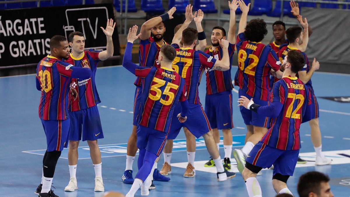 Los jugadores del Barcelona celebran el triunfo