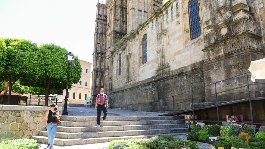 La eliminación de las barreras de la catedral de Plasencia sale a licitación