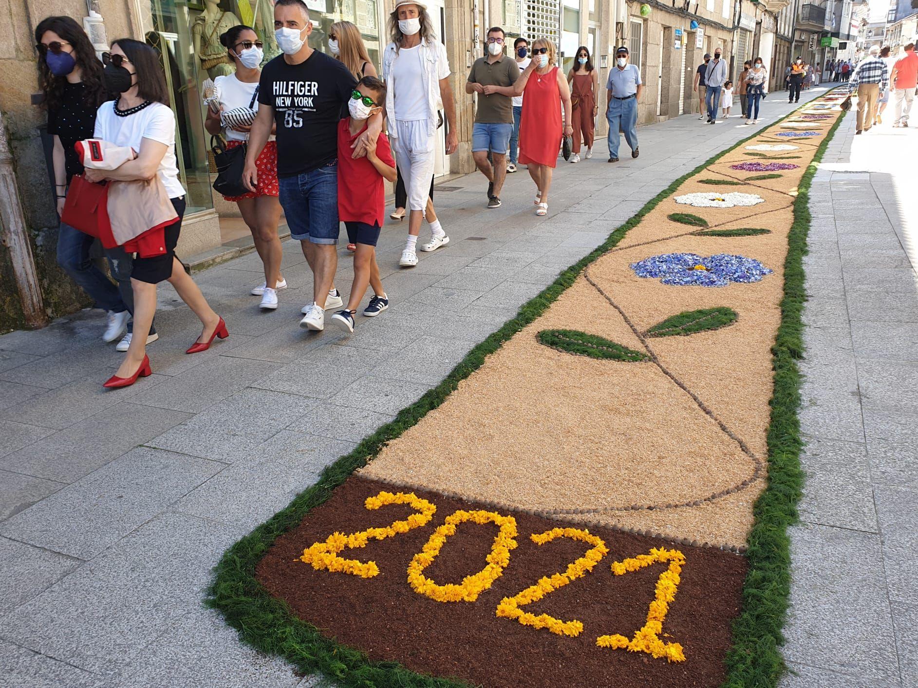 Ponteareas recupera sus alfombras de Corpus adaptándose al COVID