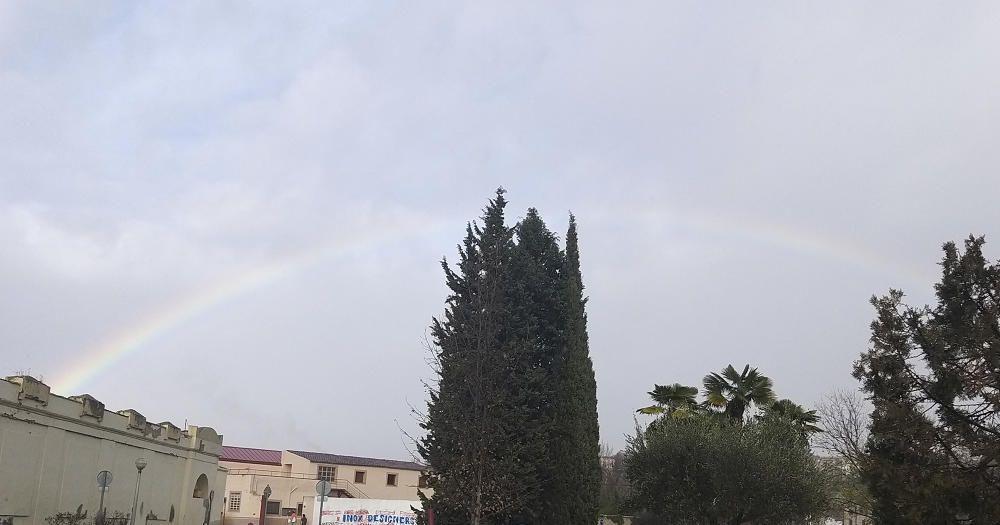 Sortida de l'arc de Sant Martí, després d'una estoneta de pluja a Manresa.