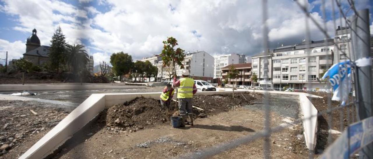 Obras de reforma en un jardín municipal. |   // BERNABÉ/CRISTINA M. V.