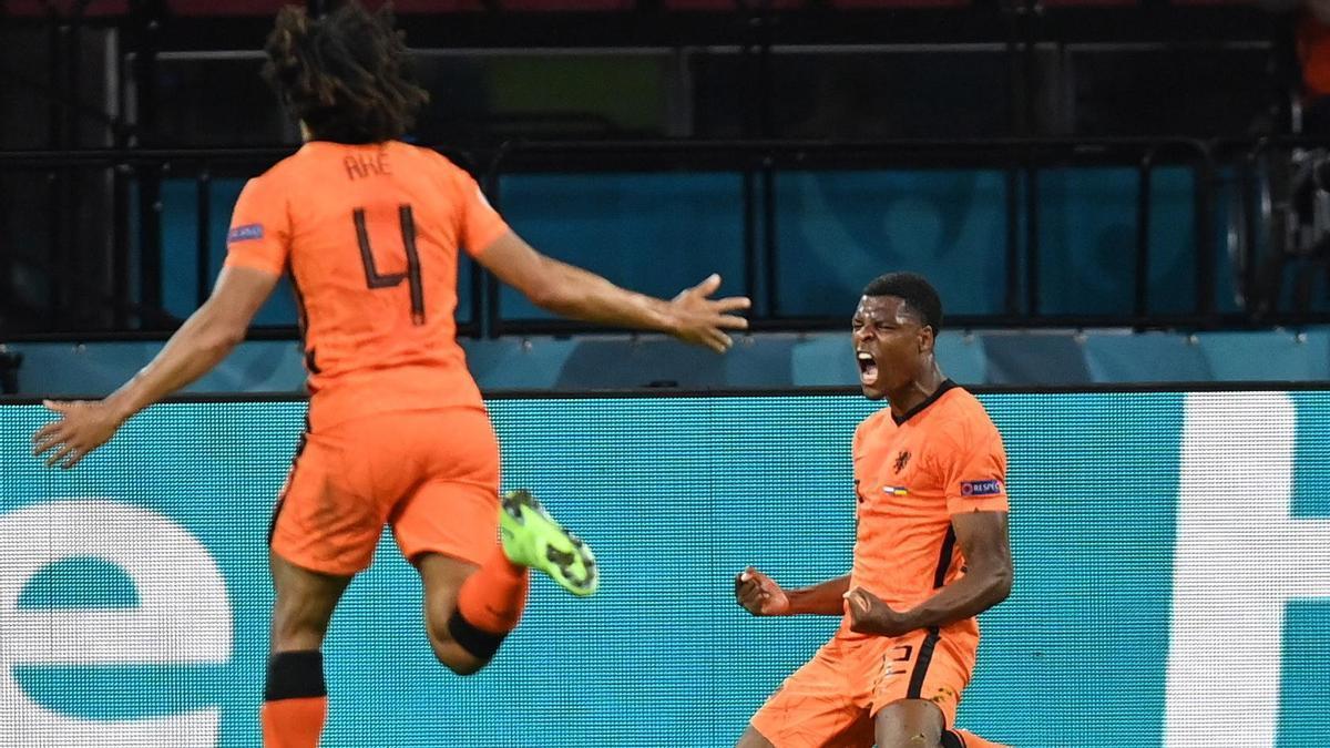 Los jugadores de Países Bajos celebran el triunfo