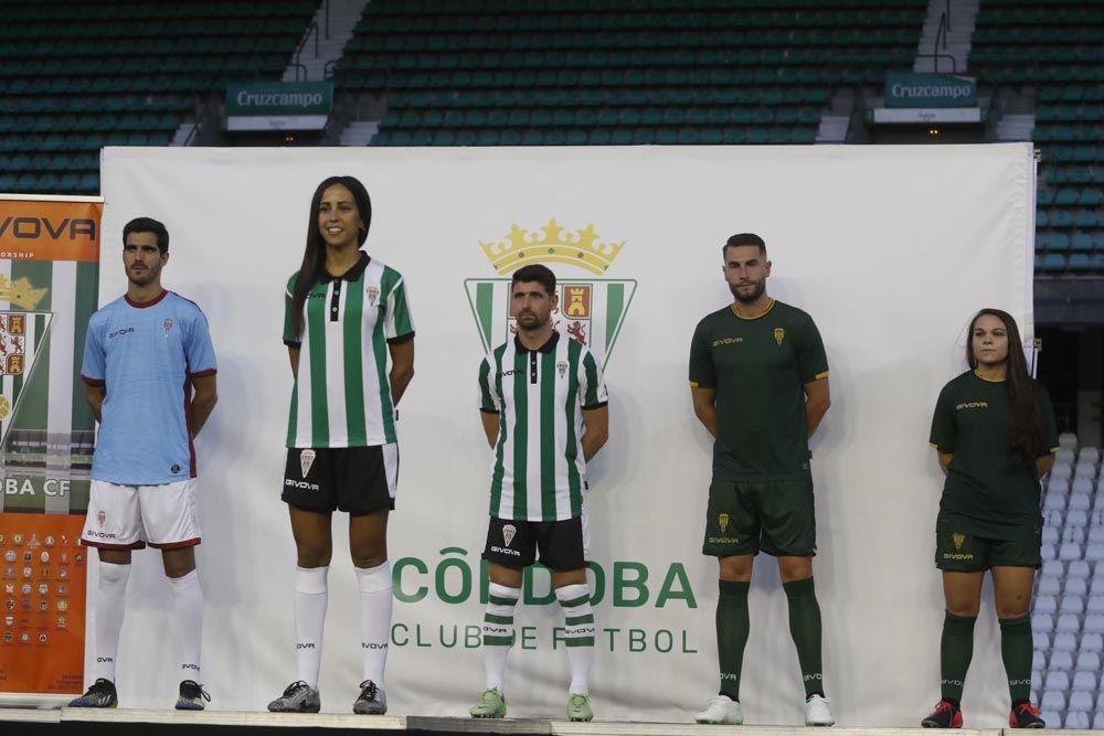 El Córdoba CF presenta sus nuevas camisetas