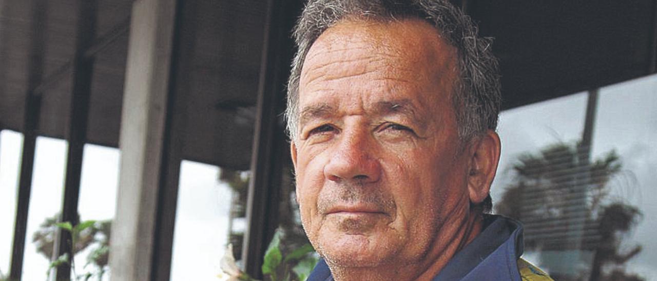 José Luzardo, en la puerta de la redacción de LA PROVINCIA. | | JUAN CARLOS CASTRO