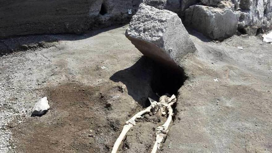Hallan en Pompeya el esqueleto de una víctima de la erupción