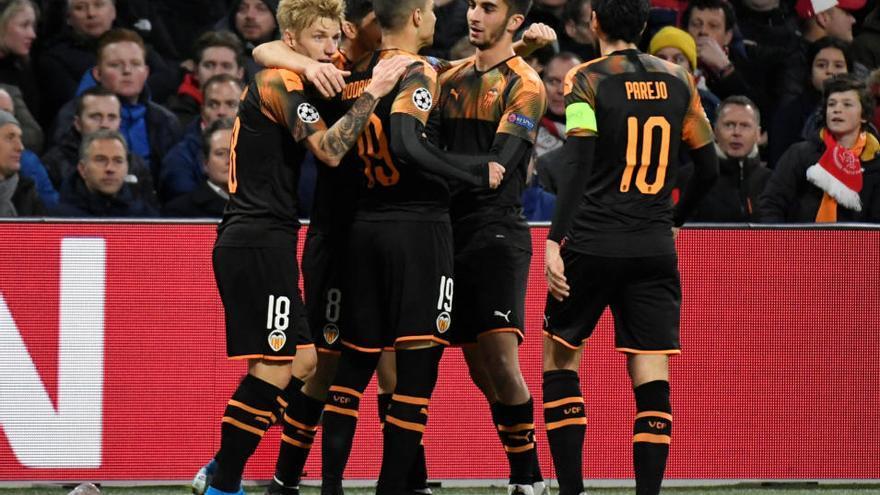 Un gol de Rodrigo clasifica al Valencia para los octavos