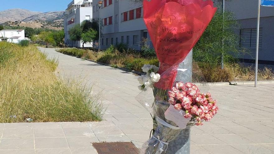 Crimen de Cabra: flores para recordar la víctima