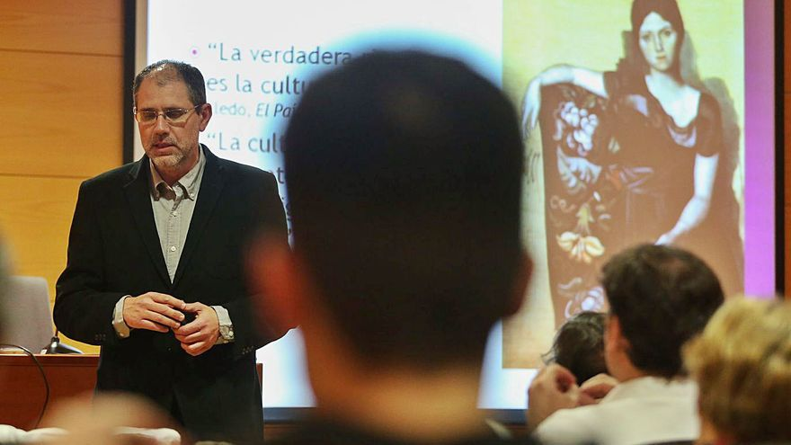 """Avilés despide al """"padre"""" de la economía de la cultura"""