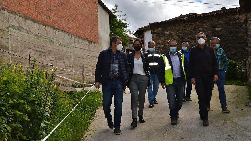 Alivio en Máñores (Tineo) al retomarse, casi dos años después, la obra de sus calles