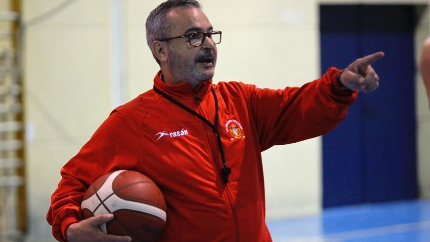 El Peñarroya oficializa el adiós de Ángel Tripiana como técnico de su equipo de la EBA