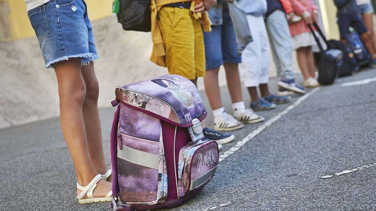 El primer día de colegio puede resultar difícil para muchos menores pero hay trucos para llevarlo mejor .